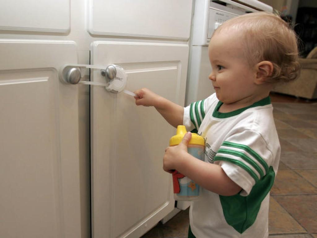10 tips for child proofing your florida home. Black Bedroom Furniture Sets. Home Design Ideas